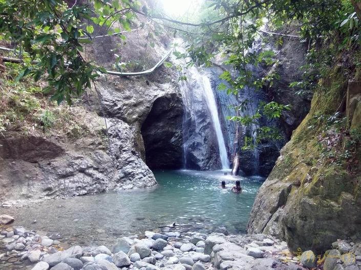Babatngon Falls on a weekday.